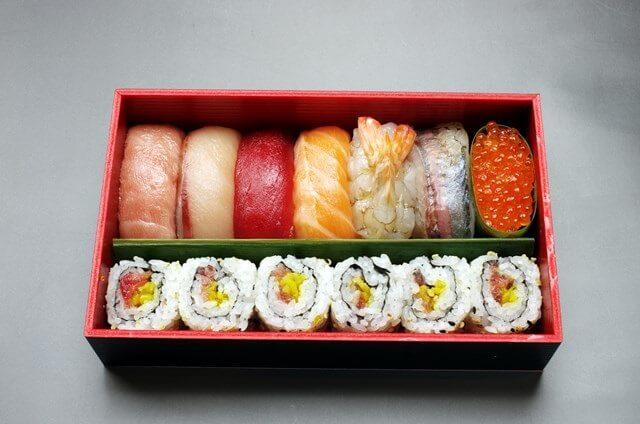 親戚での集まりの際や御祝い事などには、ピッタリの食卓でのお寿司!